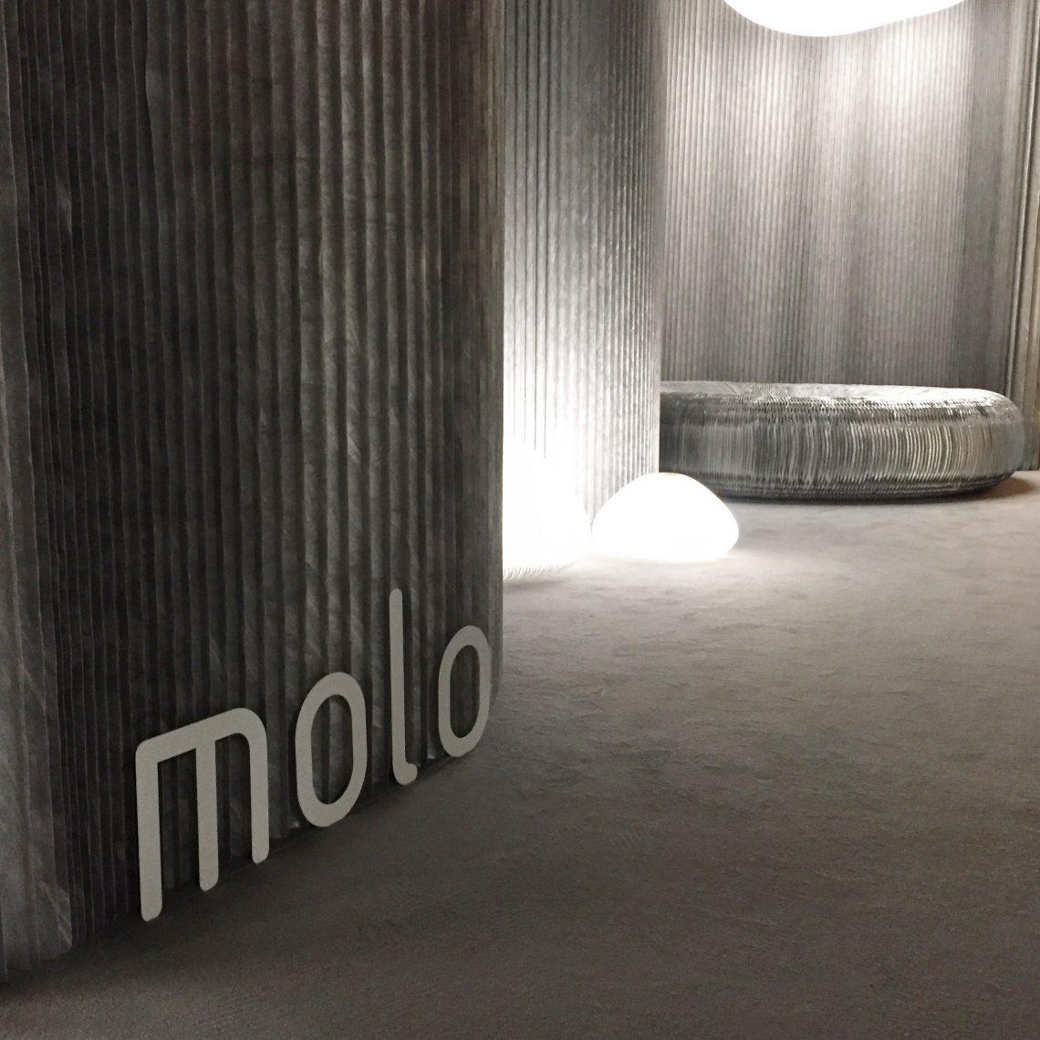 Fabrikant Molo: design van flexibele, modulair (akoestische)wanden, meubilair en verlichting.