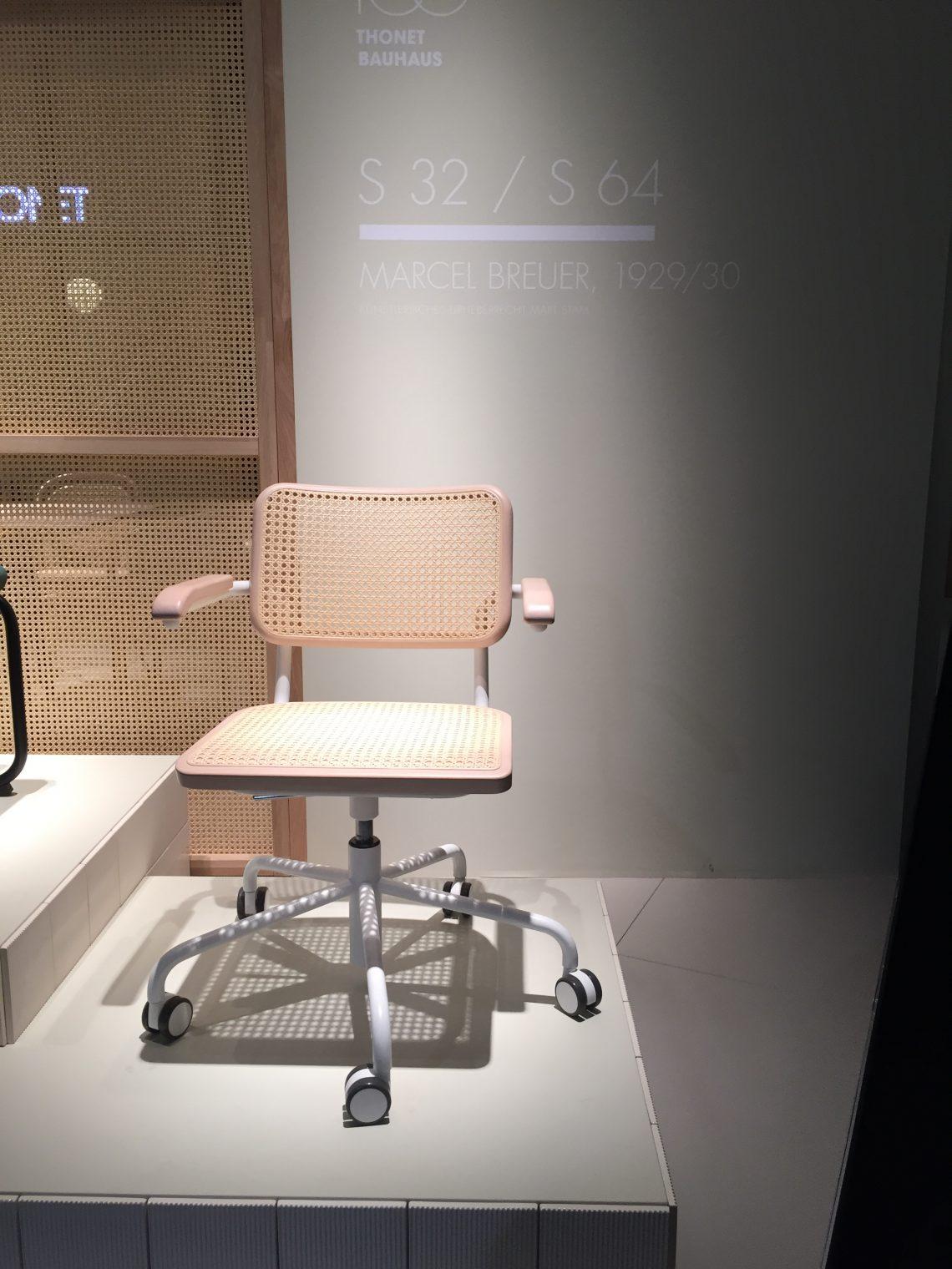 Fabrikant: Thonet, met meer dan 200 jaar Design historie.