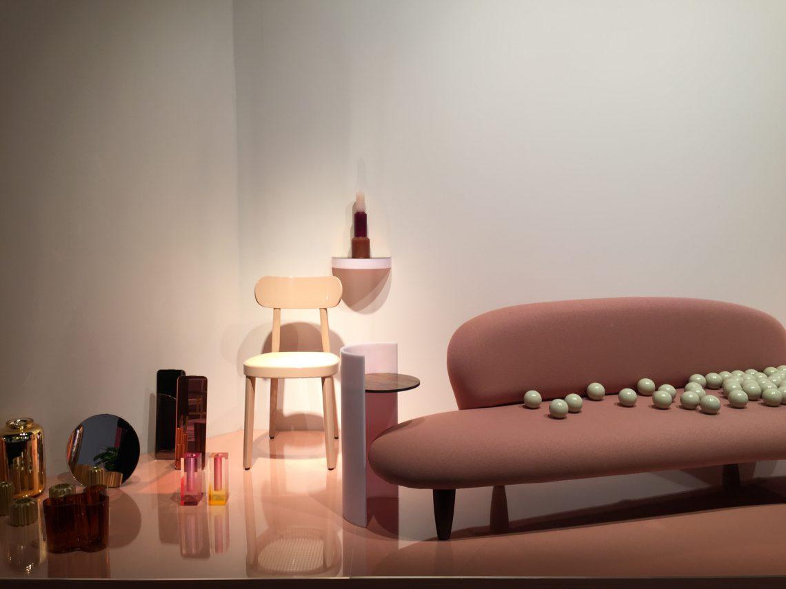 Roze stoel Canova van Infiniti.